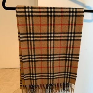 Burberry wool scarf 10/10 condition